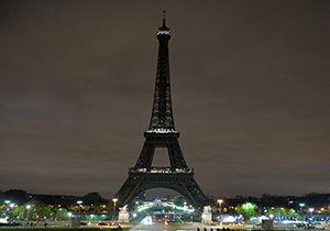 برج ایفل به یاد قربانیان حمله منچستر خاموش شد