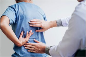 اگر دچار کمر درد یا گردن درد هستیم چه کنیم؟