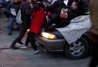 خودرویی که معترض فرگوسن را چندین متر روی زمین کشید + تصاویر