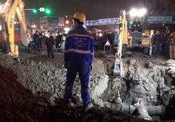 ترکیدن لوله آب ترافیک معابر منتهی به میدان توحید را سنگین کرد