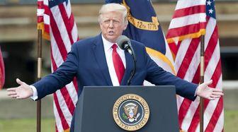 ترامپ بدون توجه به بیماری کرونا، سخنرانی عمومی میکند