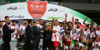 وزیر ورزش جام قهرمانی را به سرخپوشان اهدا کرد
