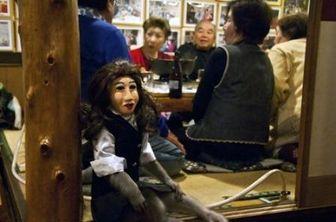 رستورانی با میمونهای گارسون + عکس