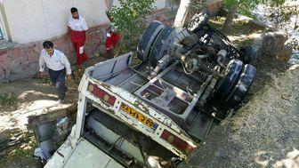 واژگونی مینی بوس با 2 کشته و 15 مجروح در آذرشهر+تصاویر