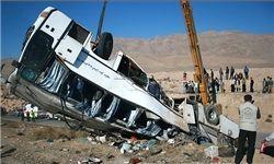 ۴۲ حادثه دیده در برخورد ایسوزو با اتوبوس