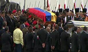 انتقال پیکر هوگو چاوز به موزه نظامی + فیلم