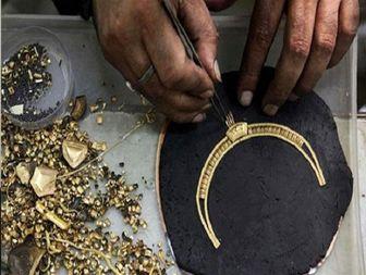 طلاسازی که با تسهیلات اقتصاد مقاومتی قارچ هم پرورش می دهد