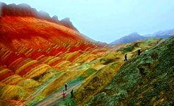 کوههای رنگین، جاذبهی جدید گردشگری چین میشوند