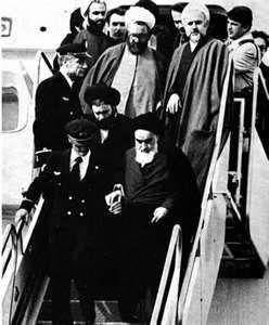 استقبال از امام(ره) پس از بازگشت به ایران + فیلم