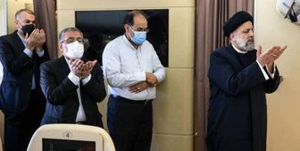 اقامه نماز وحدت در هواپیمای رئیسجمهوری در مسیر تاجیکستان