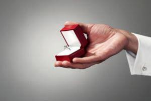 جوانان ایرانی نامزدی خود را چگونه می گذرانند؟