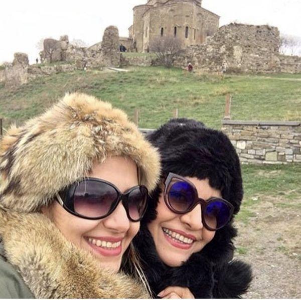 گردش و تفریح خاله شادونه با خواهرش + عکس