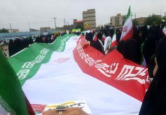 حضور بانوی کهنسال قامت خمیده در راهپیمایی ۲۲ بهمن ۹۷+عکس