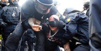 حمله خشن پلیس آلمان به تظاهرات کنندگان+ تصاویر