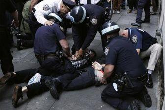 کتک خوردن شدید فرد دستبند به دست توسط پلیس آمریکا