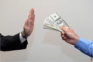 ازدحام در صرافیها برای فروش دلار